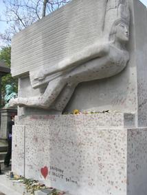 tumba-de-oscar-wilde-cementerio-pere-lachaisse-paris